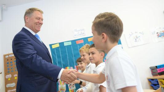"""Președintele Iohannis despre elevii Step by Step: """"sunt foarte deschiși, sunt foarte comunicativi"""""""